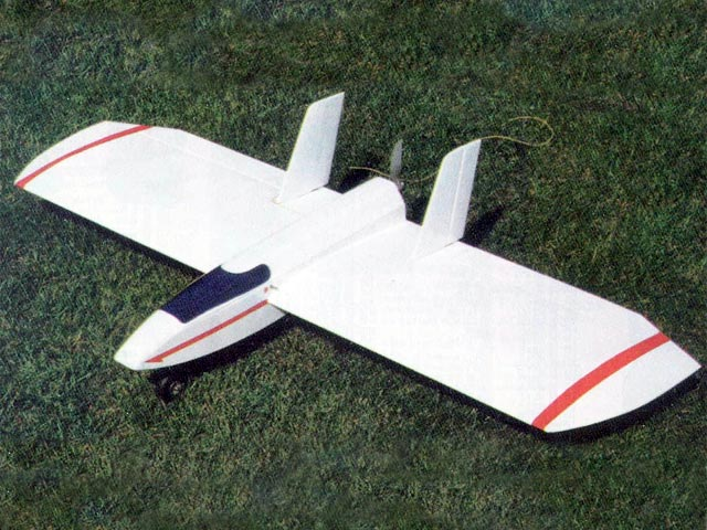 Flying Wing (oz10583) by Dennis Tapsfield from RCMplans 1998