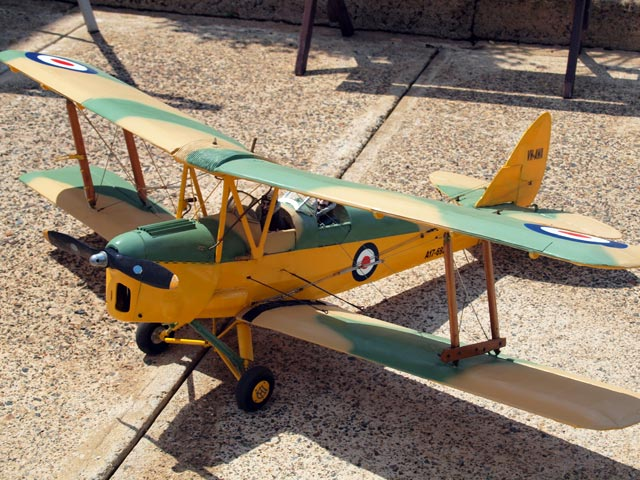 DH Tiger Moth - completed model photo