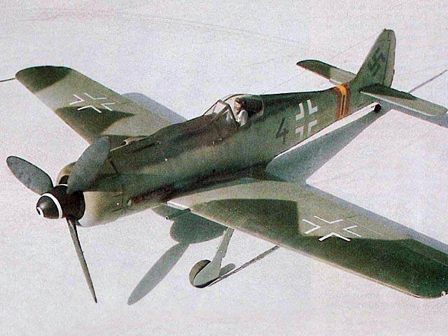 Focke-Wulf Fw 190 D-9 (oz7968) by Dave Platt from RCMplans 1975