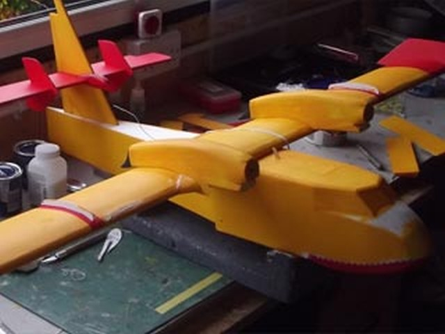Bombardier CL-415 Super Scooper - completed model photo