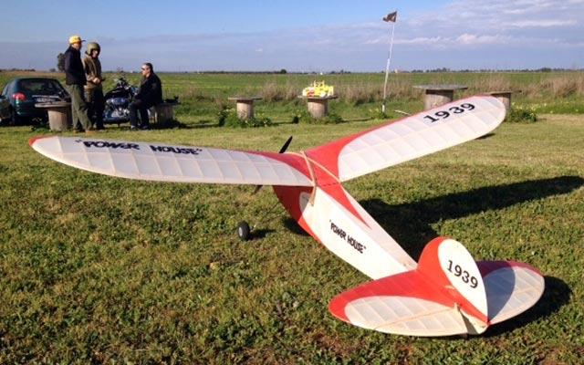 Outerzone : Powerhouse plan : download free vintage model aircraft plan